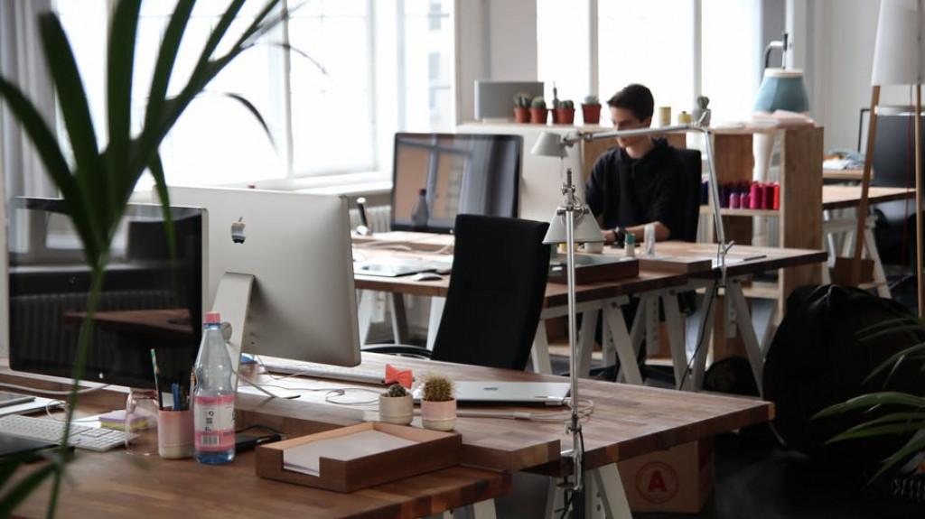 Brugte kontormøbler har høj kurs i virksomheder.